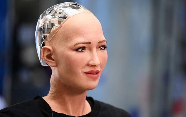 Dünyanın ən ağıllı robotu bu sual qarşısında xarab oldu
