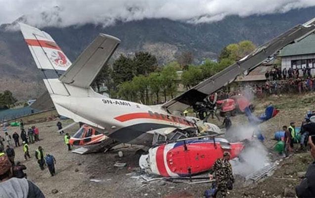 Nepalda təyyarə helikopterlərlə toqquşdu