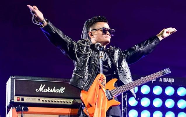 """""""Alibaba""""nın qurucusu işçilərinə rok konserti verərək vidalaşdı"""