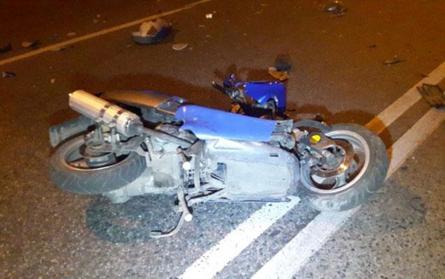Mopedini işıq dirəyinə vurdu, öldü