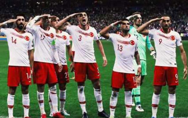 Türk futbolçuların bu kadrları efirə getmədi