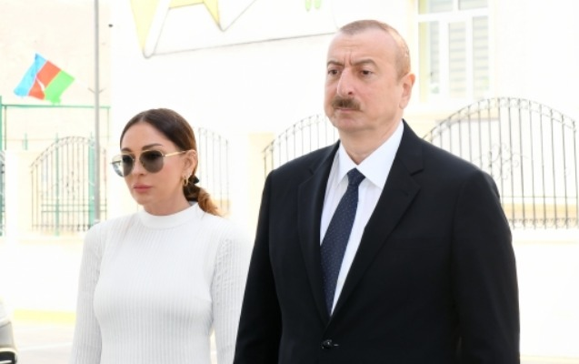 """""""1920-ci ildə endirilən üçrəngli bayrağımızı 70 il sonra Heydər Əliyev Naxçıvanda yenidən qaldırdı"""""""