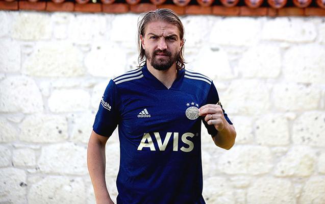 """""""Beşiktaş""""dan """"Fənərbaxça""""ya növbəti transfer"""