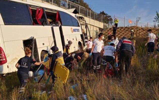 İstanbulda avtobus qəzaya uğradı