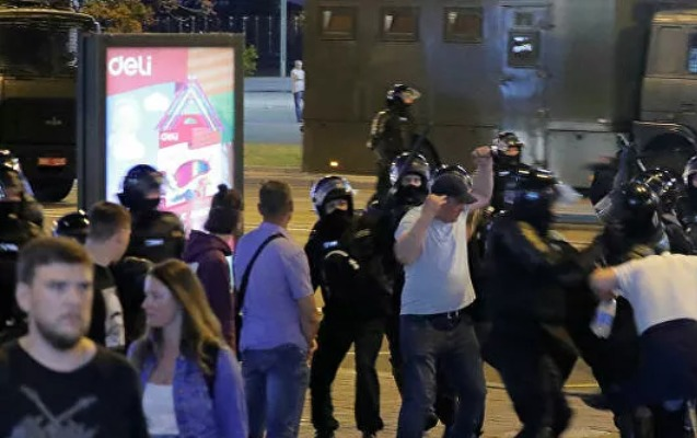 Minskdə etirazçılarla polis arasında toqquşmalar başladı