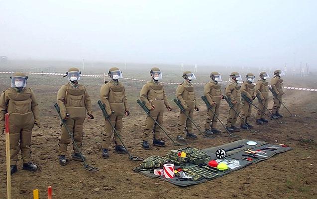 Türkiyəli hərbi istehkamçılar məşqlər keçirir