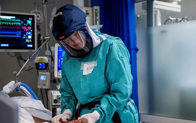 47 yaşlı qadında koronavirusun 18 mutasiyası aşkarlandı