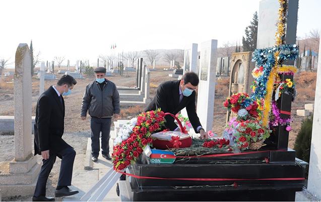 Deputat və icra başçısı Naftalanda şəhid məzarlarını ziyarət etdi