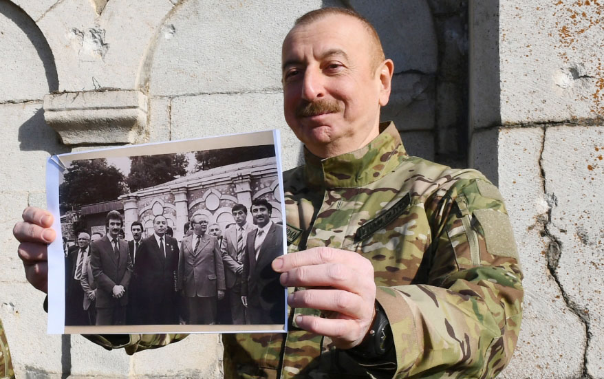 İllər sonra Ali Baş Komandan kimi Şuşada o fotonu göstərdi