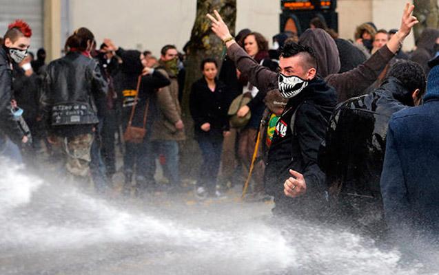 Fransada etiraz aksiyası, 12 polis yaralandı