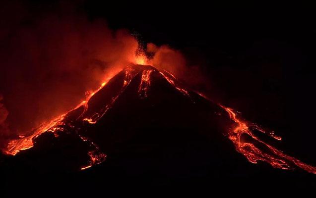 Etna vulkanı yenə püskürdü