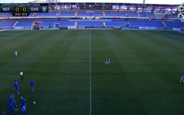 Azərbaycanda futbol matçı zamanı stadionun işıqları söndü