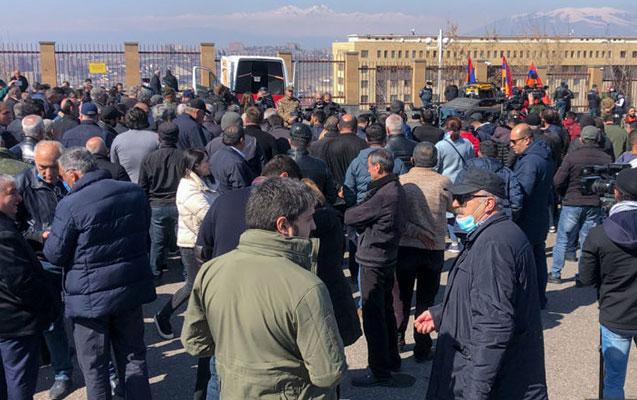 Yerevanda keçmiş hərbçilər Qasparyana dəstək aksiyası keçirir