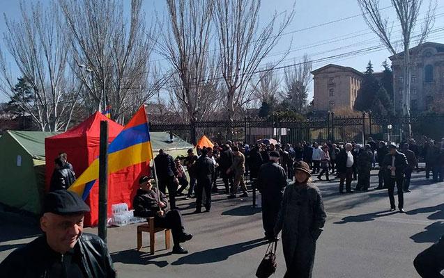 Ermənistanda müxalifətin yürüşü başa çatdı