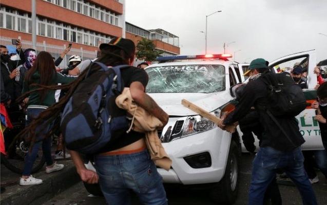 Kolumbiyada etirazlar, nazir istefa verdi