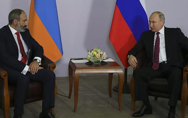 Putin Paşinyanla sərhəddəki vəziyyəti müzakirə etdi