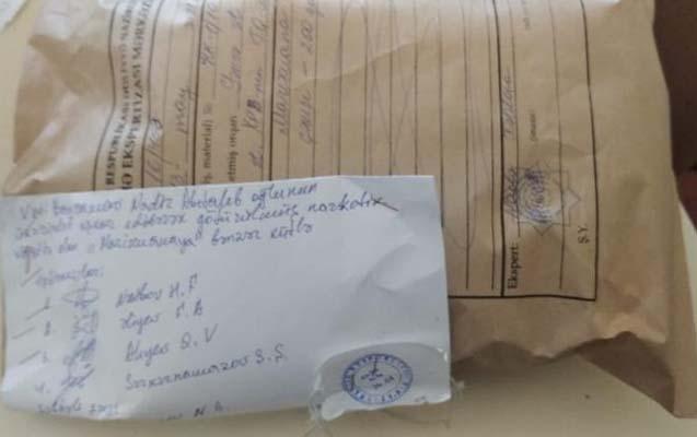 Üzərində sellofan torbada narkotiklə saxlanıldı