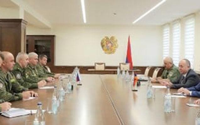 Rus sülhməramlıların yeni komandanı Karapetyanla görüşdü