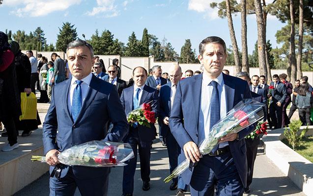 ƏƏSMN-nin kollektivi İkinci Şəhidlər xiyabanını ziyarət etdi