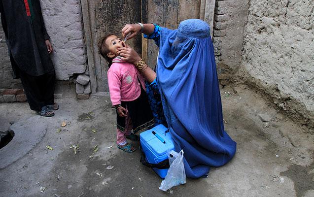 """""""Taliban"""" uşaqların vaksinasiyasına icazə verdi"""