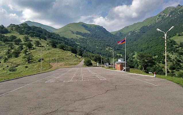 Ermənistanda daha bir keçmiş hərbi hissə ərazisi satılıb